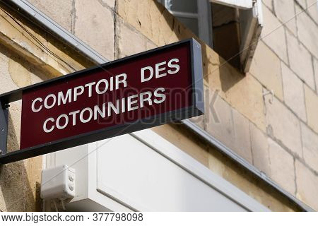 Bordeaux , Aquitaine / France - 07 22 2020 : Comptoir Des Cotonniers Store Text And Sign Logo On Fro