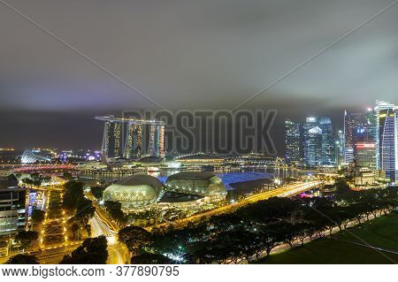 Singapore - June 23, 2018: Marina Bay Sands Hotel And Art And Science Museum At Summer Night. Fogy N