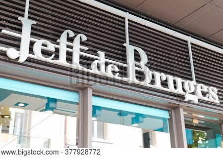 Bordeaux , Aquitaine / France - 07 22 2020 : Jeff De Bruges Text And Logo Sign Of Store Chocolaterie
