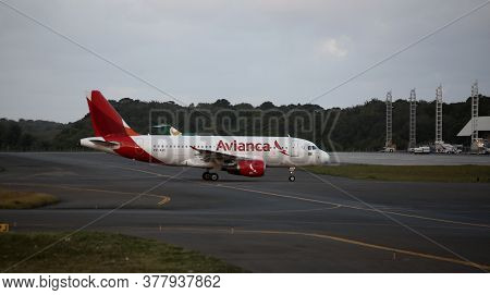 Salvador, Bahia / Brazil - September 22, 2017: Airbus Of Avianca Airline Is Seen During Approach For