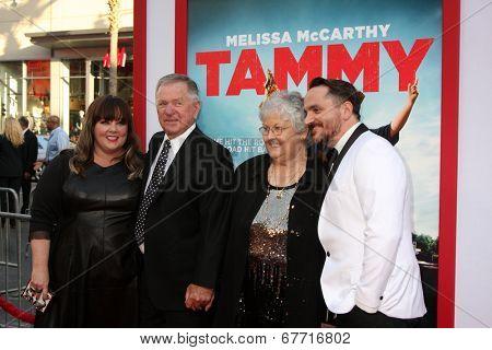 LOS ANGELES - JUN 30:  Melissa McCarthy, Michael McCarthy, Sandra McCarthy, Ben Falcone at the