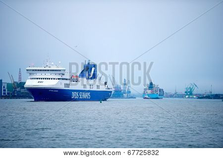 DFDS SEAWAYS ship OPTIMA in Klaipeda harbor