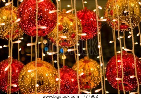 Red and yellow cristmass balls