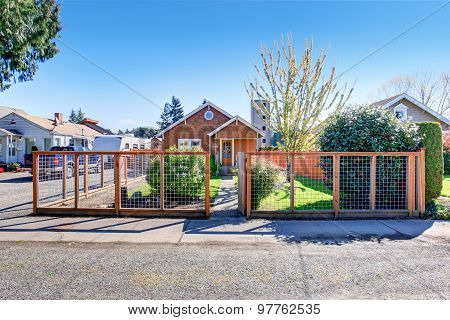 Simple Notherwest Home With Fenced Yard.