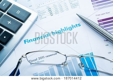 Financial analyse finance analyze analysing analysis close-up