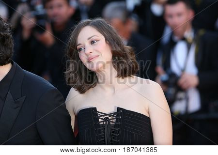 Marion Cotillard attends the 'Ismael's Ghosts (Les Fantomes d'Ismael)' screening and Opening Gala during the 70th annual Cannes Festival at Palais des Festivals on May 17, 2017 in Cannes, France.