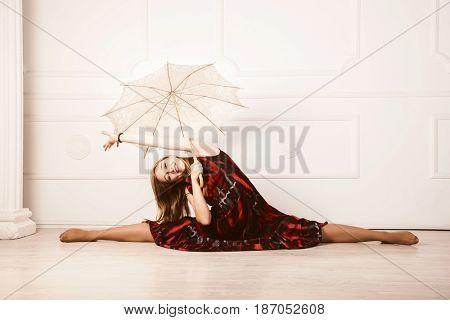 dancing blond in red dress doing splits