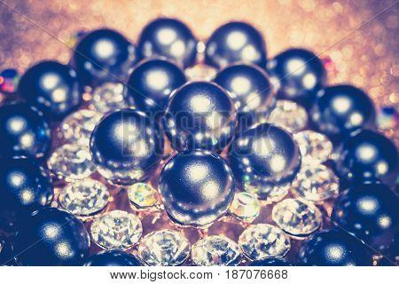 Black Pearl Round Brooch Retro