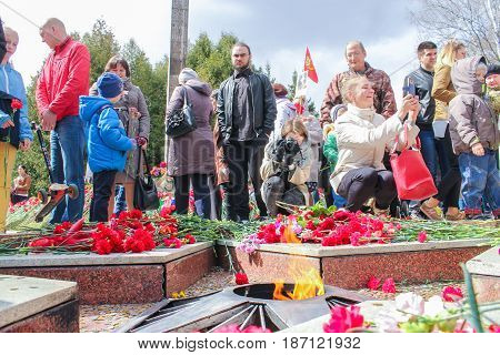 Kirishi, Russia - 9 May, People at the Eternal Flame., 9 May, 2017. Laying wreaths and flowers in memory of the fallen at the Eternal Flame.