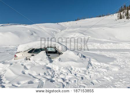 Car Get Struck In Snow During Winter