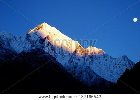 Mount Lit By The Rays Of The Rising Sun. Sunrise In Himalayan Mountains, Nepal.