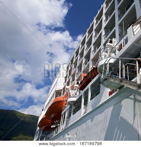 Angle photograph of a small cruise ship.