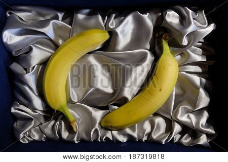 A small improvisation with two yellow bananas