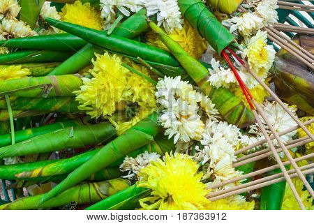 Closeup To Used Banana Leaves Cone Of Chrysanthemum/ Dendranthemum Grandifflora Flower Background