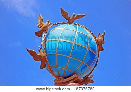 Globus (Globe) Monument on Independence Square (Maidan Nezalezhnosti). Kyiv, Ukraine