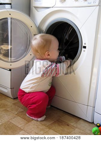the boy mother's helper opened the door and climbs into the washing machine
