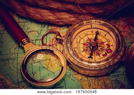 Compass Magnifying Card
