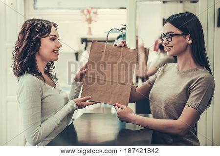 Beautiful Girl Doing Shopping