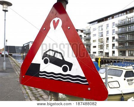 A caution sign to warn cars not to drive into the water.
