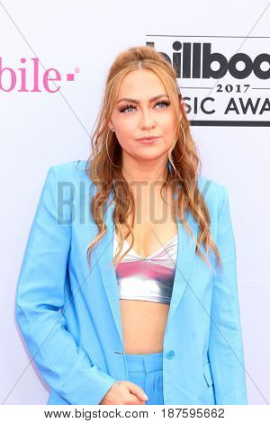LAS VEGAS - MAY 21:  Brandi Cyrus at the 2017 Billboard Music Awards - Arrivals at the T-Mobile Arena on May 21, 2017 in Las Vegas, NV