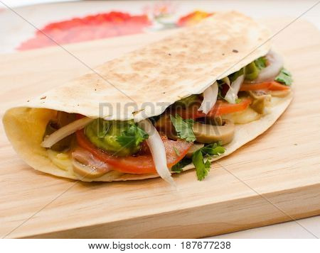quesadilla mexicana con verduras. Mexican quesadilla with vegetables.