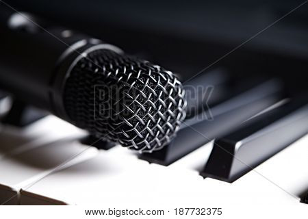 Close up of a microphone on a piano keyboard