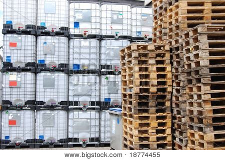 Chemical container and wooden pallets