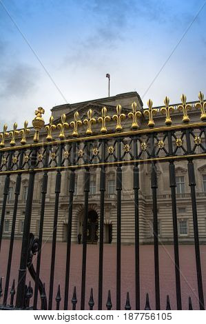 detail of the facade of buckingham palace