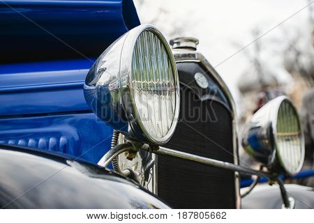 Round headlights of an old car with a shallow depth of field