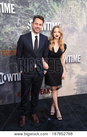 LOS ANGELES - MAY 19:  Thomas Sadoski and Amanda Seyfried arrives for the premiere of