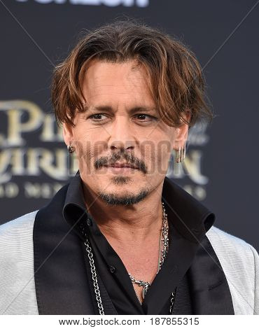 LOS ANGELES - MAY 18:  Johnny Depp arrives for