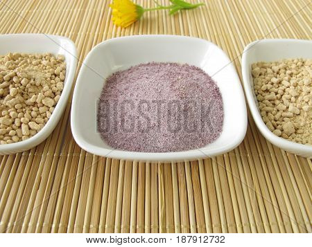 Instant tea with tea granules and powder