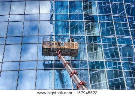 A man washes windows of a skyscraper