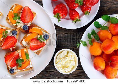 Tasty Strawberry Apricot Blueberry Crisp Toasts