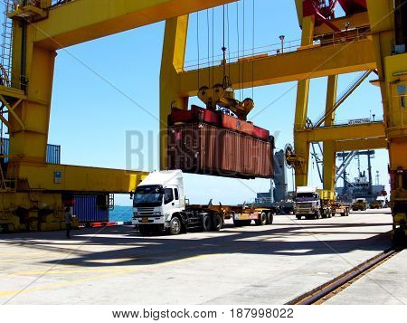 Discharge the container to trailer at port.