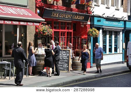 London, Uk - July 6, 2016: People Visit The Covent Garden Pub In London. It Is A Typical London Pub.