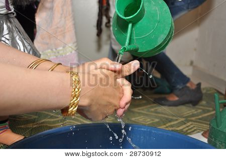 The bedouin woman washes hands