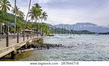 Brazil, Ilha Bela -december 20th, 2017 ;  Promenade By The Bay In The Center Of Ilha Bela In The Sta
