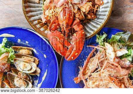 Grilled Lobster Sausage Ham Vegetables And Cheese Spaghetti Seafood Buffet , Grilled Shrimps Prawns
