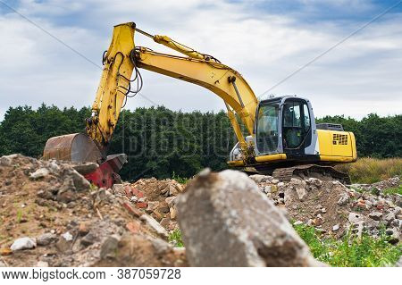 Modern Excavator Clears The Debris Of A Building After An Earthquake