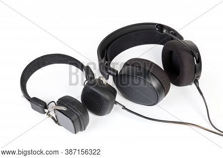 Wired High-fidelity Headset And Headphones With Earpads Different Types And Sizes On A White Backgro