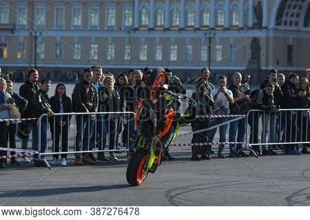 St Petersburg, Russia-september 26, 2020: Demonstration Of Stunt Riding Skills On N The Palace Squar