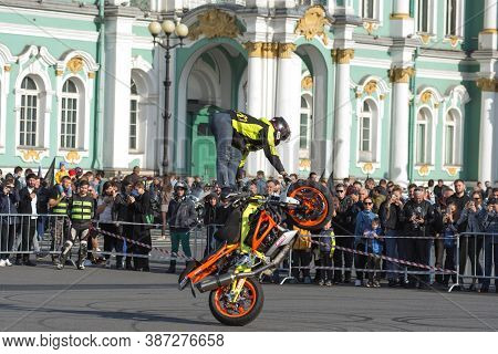 St Petersburg, Russia-september 26, 2020: Stunt Rider On His Bike Shows His Skills In Front Of The W