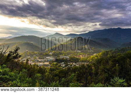 Sunrise Over Gatlinburg, Tennessee. Misty Morning Sunrise Over The Mountain Resort Town Of Gatlinbur