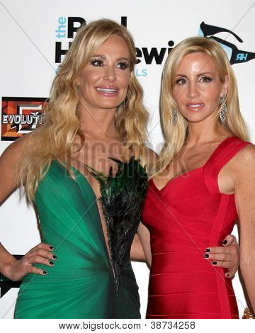 LOS ANGELES - OCT 21:  Taylor Armstrong, Camille Grammer arrive at