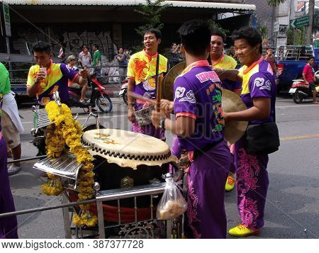 Bangkok, Thailand, November 14, 2015: A Group Of People Play The Percussion In A Festival Of The Cla