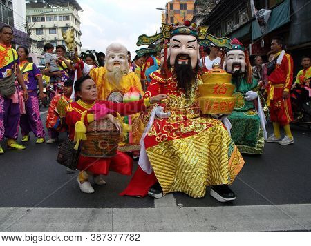 Bangkok, Thailand, November 14, 2015: Group Of Costumed People At A Festival Of The Clans Of The Chi