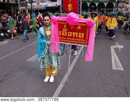 Bangkok, Thailand, November 14, 2015: A Woman Carries A Banner In The Parade In A Festival Of The Cl