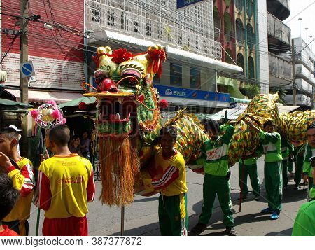 Bangkok, Thailand, November 14, 2015: A Group Of Men With A Dragon In A Festival Of The Clans Of The