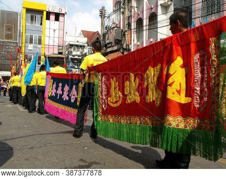 Bangkok, Thailand, November 14, 2015: A Group Of Men Carrying Colorful Banners At A Chinese Communit